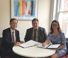 Mr Keisuke Omori (President, Toshiba International Foundation), Professor Mickey Adolphson (University of Cambridge) and Mrs Helen Pennant (Director, Cambridge Trust) signing the agreement for the new scholarship programme in September 2017